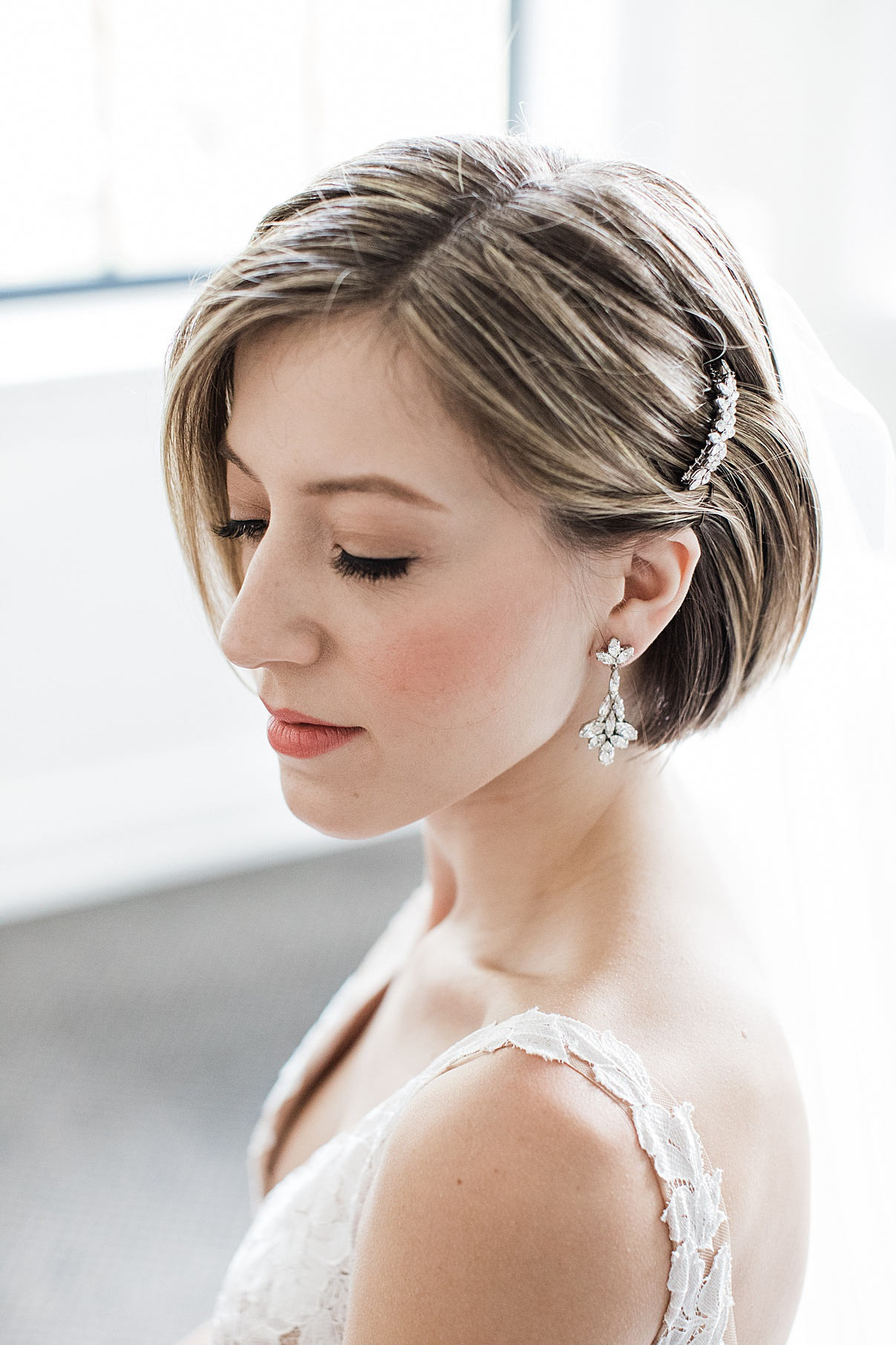 Bridal portrait earrings and makeup| Harding Waterfront Estate Wedding| Ontario wedding photographer| Toronto wedding photographer| 3 Photography | 3photography.ca