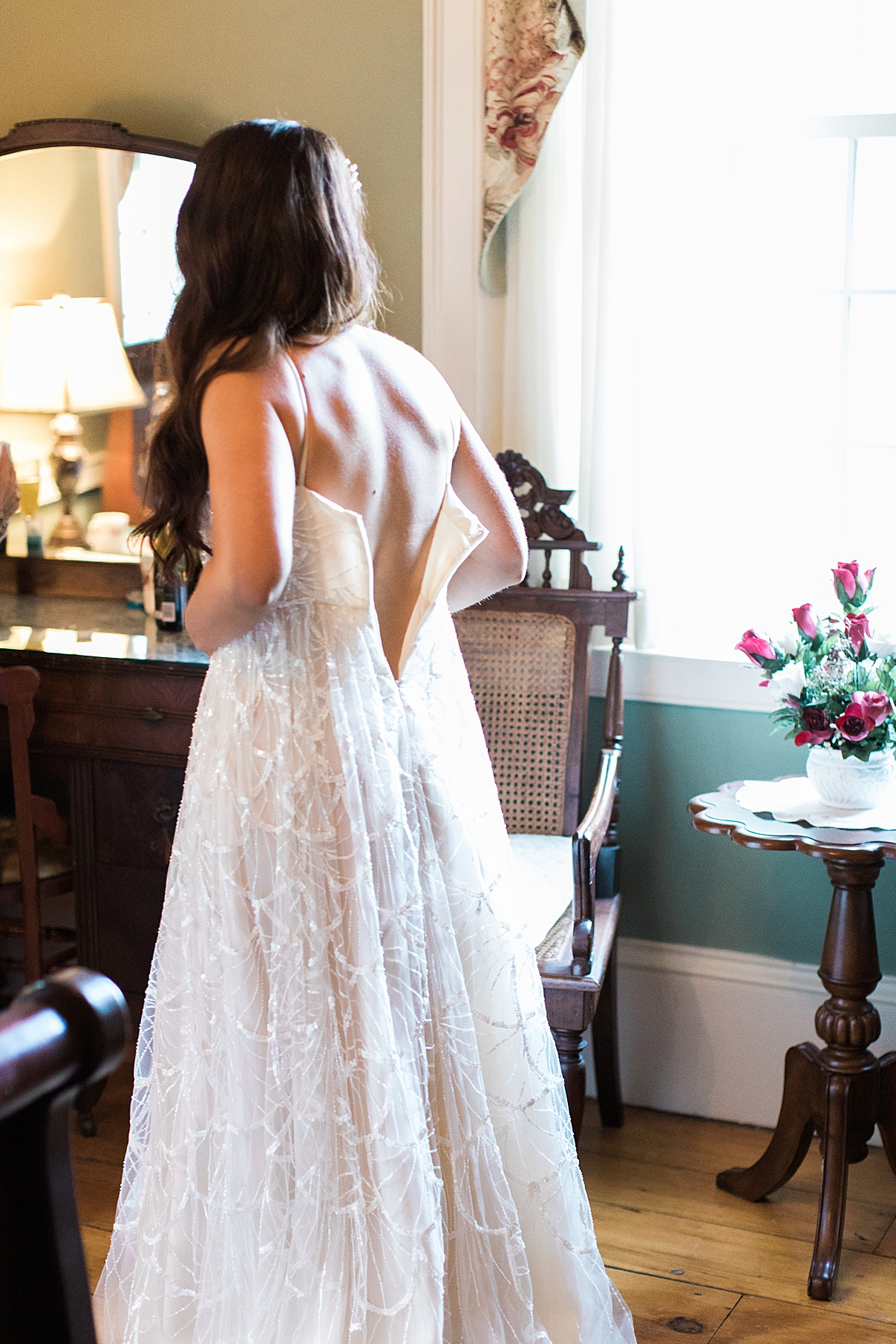 Bride getting into wedding dress| Balls Falls, Ontario Wedding| Ontario Wedding Photographer| Toronto Wedding Photographer| 3Photography|3photography.ca