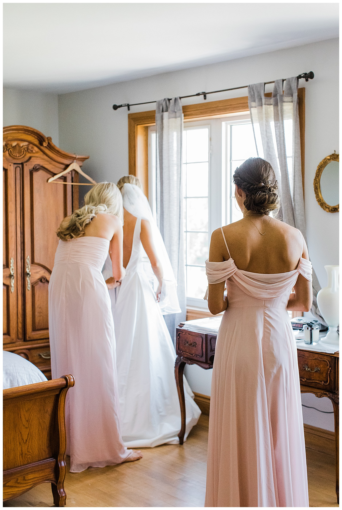 Bridesmaids getting ready| Toronto wedding photographer| 3photography