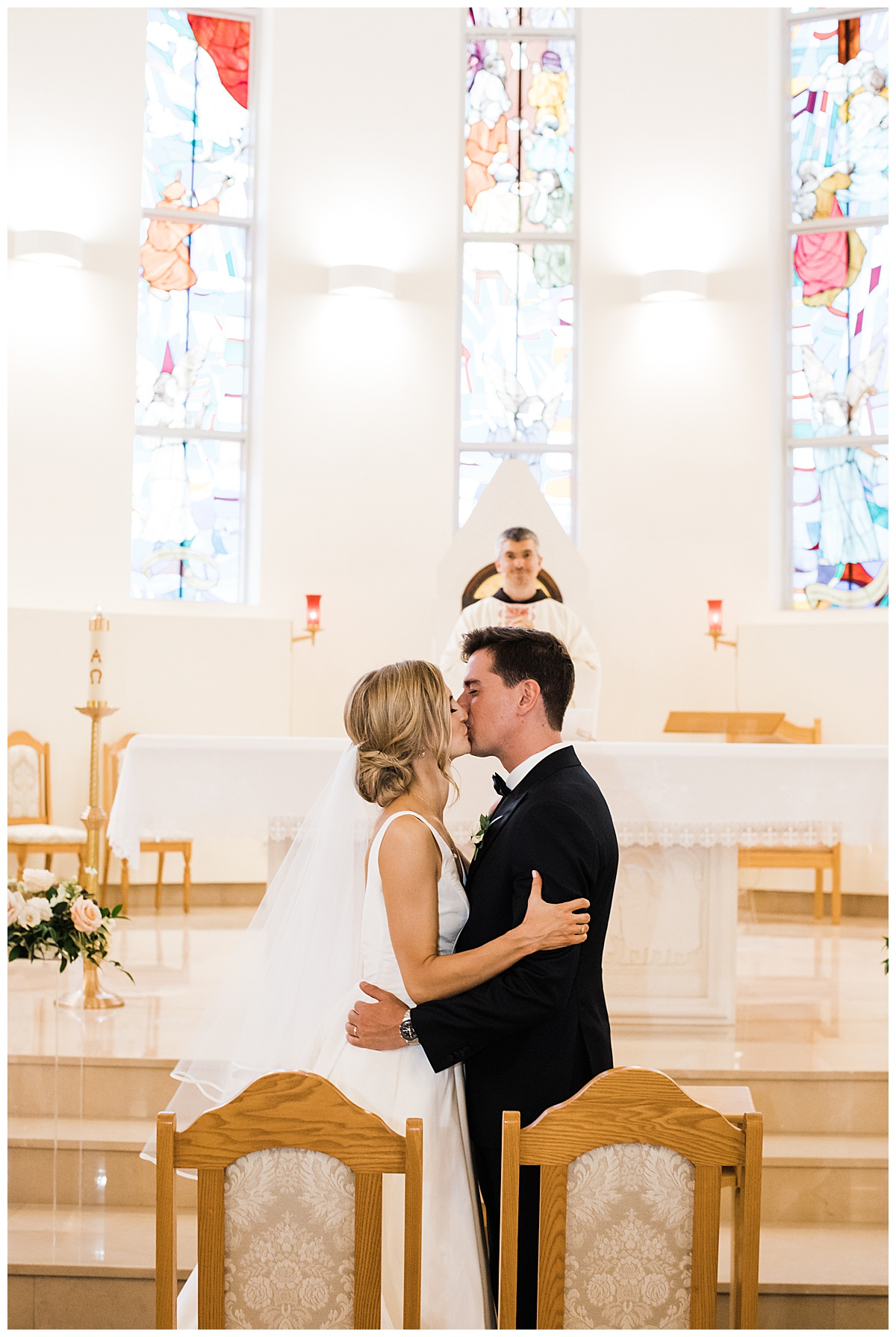 You may kiss the bride  Bride and groom first kiss  Ontario wedding  Toronto wedding photographer  3photography