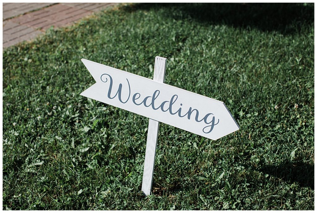 Wedding arrow sign I'm grass| 3photography