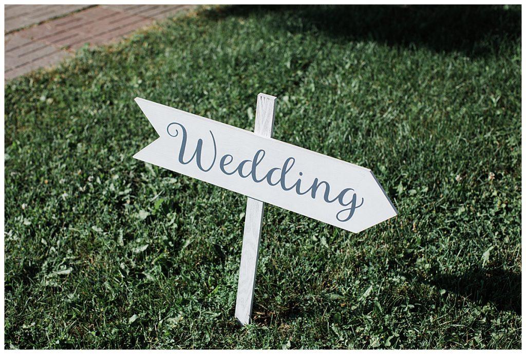 Wedding arrow sign I'm grass  3photography
