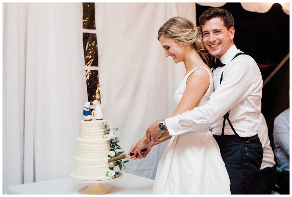 Wedding cake cutting  Ontario wedding  Toronto wedding photographer  3photography