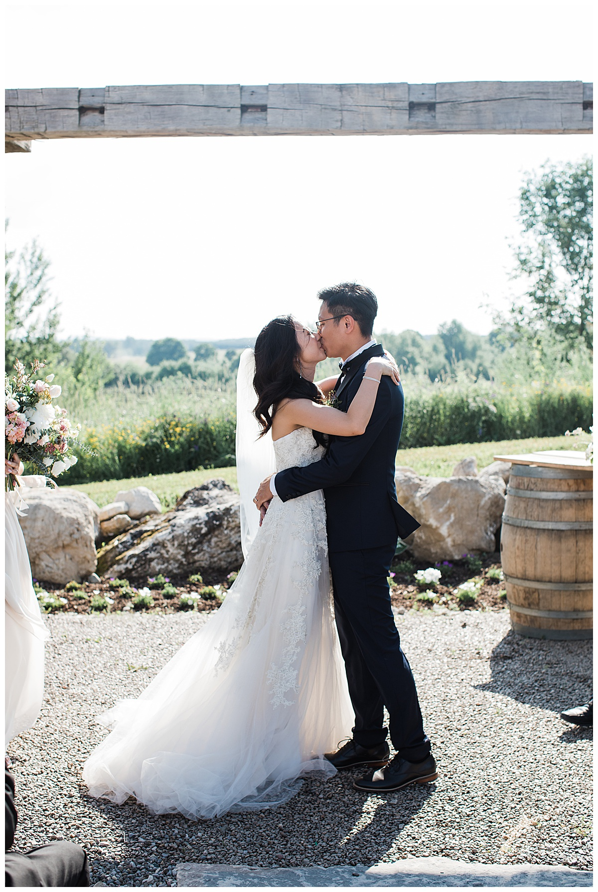 You may kiss the bride| first kiss at wedding alter| outdoor wedding| winery wedding| Adamo Estate Winery Wedding| 3photography