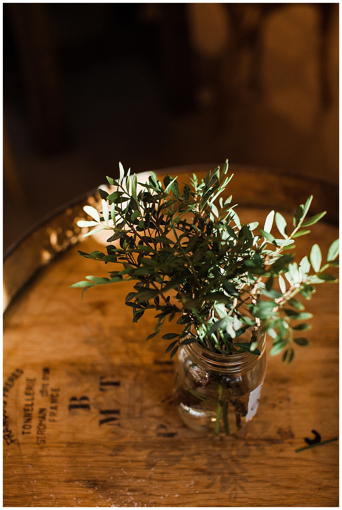 Gorgeous greenery in jar on top of wine barrel| Adamo Estate Winery wedding| Toronto photographer| 3photography