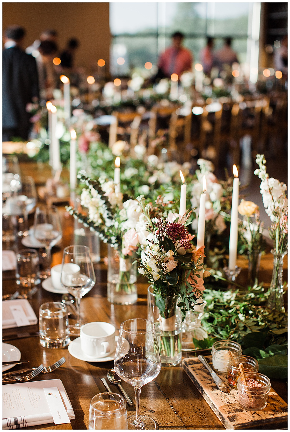 Beautiful table setup at winery wedding reception| Candlesticks and floral centerpieces at winery wedding| Candlelit dinner| Toronto photographer| 3photography